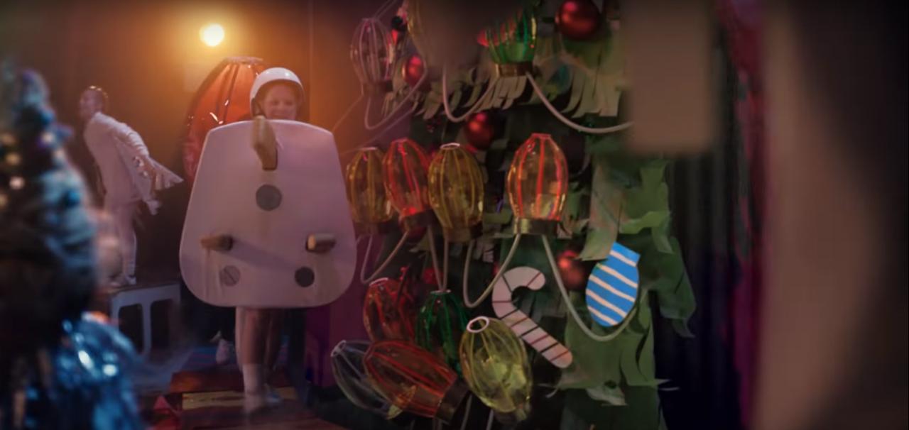 Sainsbury's Christmas 'plug kid' sparks health and safety ...