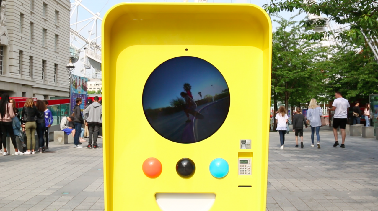 f706a0c116 London gets the Snapbot treament as Snapchat Spectacles launch in Europe